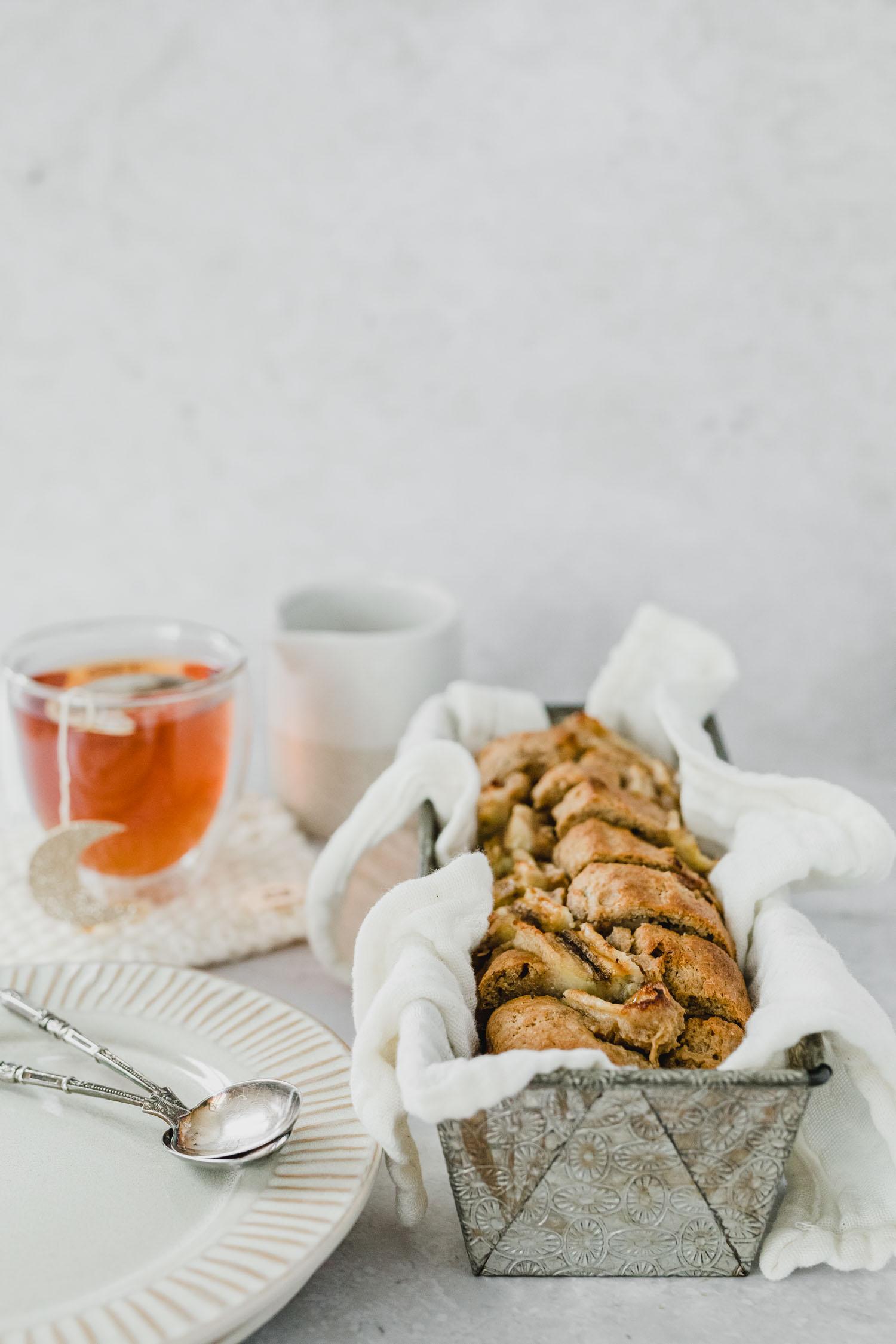 Pause goûter, gâteau à la banane vegan et thé Tea Heritage