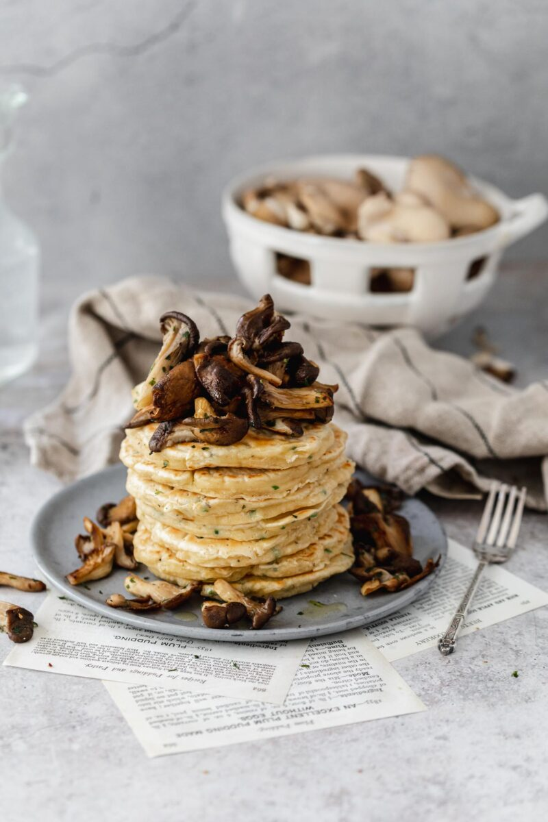 Recette végétarienne pancakes salés et poêlée de pleurotes