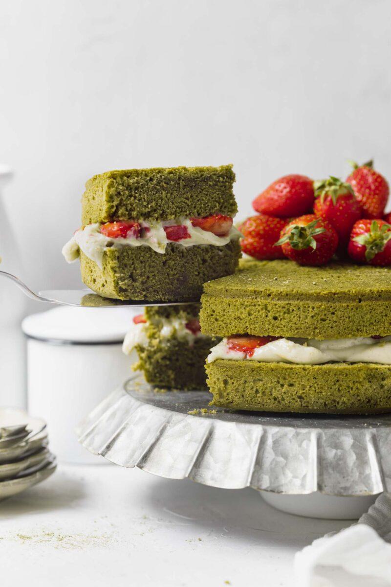 Recette gâteau vegan thé matcha, fraises et crème vanillée